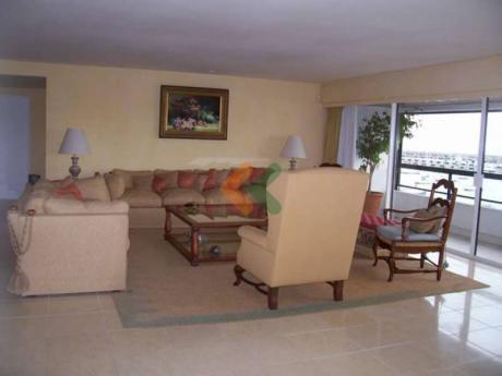 Gran Apartamento De 3 Dormitorios En Suite Frente Al Mar.