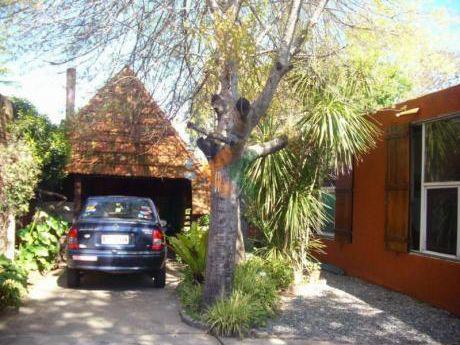 Casa Comoda,  En Buena Zona Para Vivir Cerca De Playa Mansa Y Maldonado