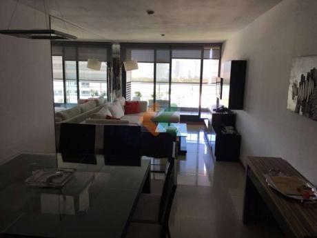 Departamento De 2 Dormitorios Con 2 Baños Piso Alto, Agradable Vista
