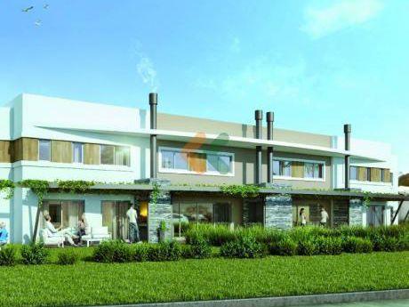 Se Vende Casa En Carrasco Amplia, Moderna Y Luminosa. Ubicada En Havre Y Quiroga. Consulte Por Financiación !