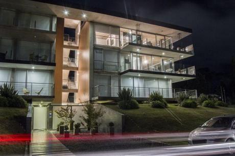 Venta Apartamento 2 Dorms 2 Baños 160m2 Garaje En Playa Mansa, Punta Del Este