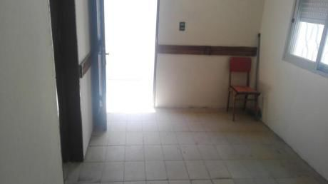 A Pasos De La Facultad De Psicología!! 2 Dormitorios!! Sin Gastos Comunes!!!