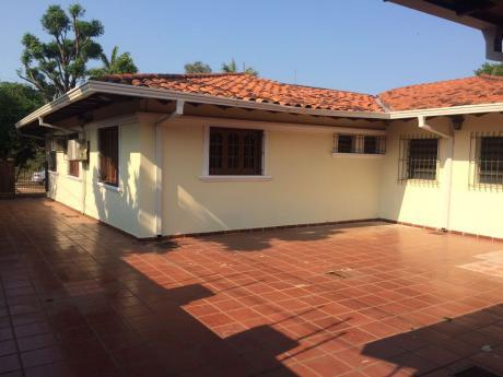 Alquilo A-036 Casa - Barrio San Vicente.