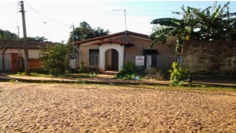 Casa En Capiata Con Salida De Calle A Calle