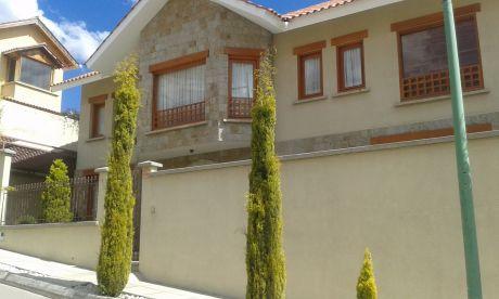 Vendo Hermosa Casa En Zona Sur Dentro De Urb. Cerrada Cerca Hiper De Los Pinos