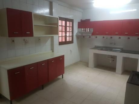 Alquilo Amplia Casa En Barrio Herrera Ideal Para Vivienda U Oficina.