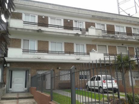 Apartamento 2 Dormitorios, 1 Baño, Rambla, Buceo.