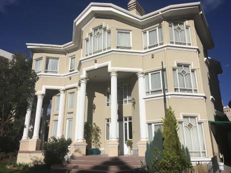 Hermosa Casa En Venta A Dos Cuadras De La 20 De Calacoto