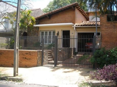 Casa A La Venta En Barrio Jara