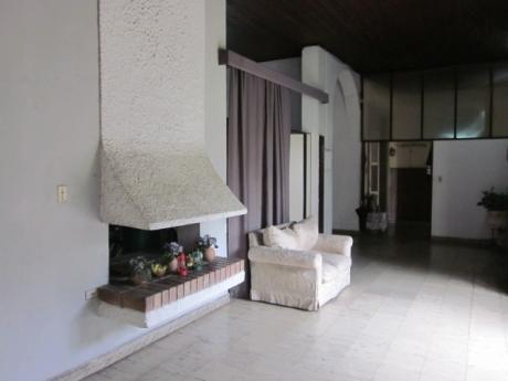 Venta De Casa Amplia En El Centro De Asunción