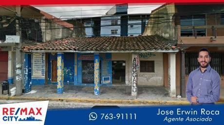 Casa Antigua En La Calle Mas Comercial De Santa Cruz
