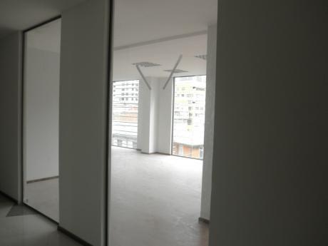 Oficina Con Magnificas Vistas En Edificio