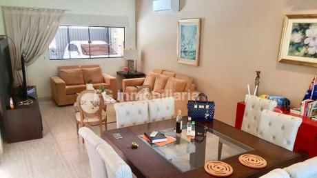 Alquilo Hermosa Casa Con Piscina, Completamente Amoblada, Mariano Roque Alonso