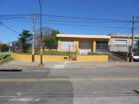 Venta Casa Esquina Malvin Norte.