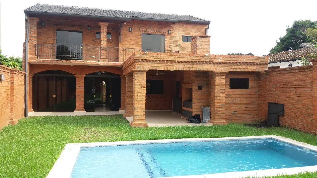 Residencia En B° Mbocayaty, Zona Colegio Santa Ana