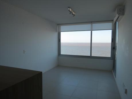 Apartamento De 1 Dormitorio Con Vista Al Mar.
