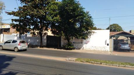 Casa Con Patio Amplio En El Centro De Villa Elisa