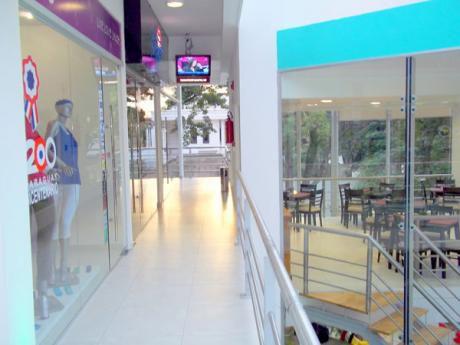 Ofrecemos Local Comercial En Villa Morra Zona Shopping Mariscal!