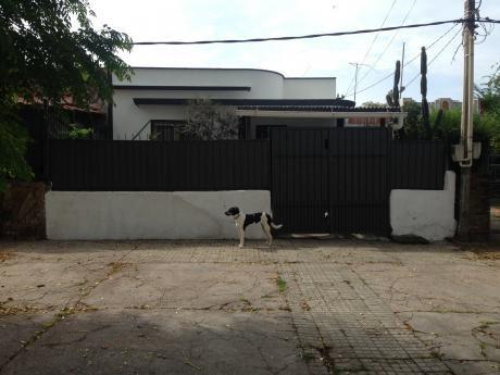 Vendo O Permuto Casa En Colón A 2  Cuadras Y Media De Garzón Y Casavalle