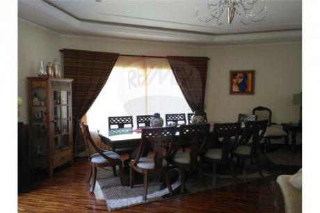Vendo Lujosa Residencia Dentro Del Yacht Y Golf Club Paraguayo.