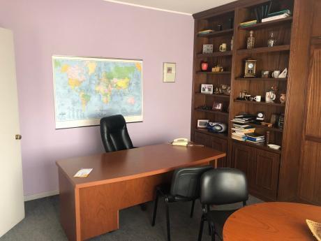Alquiler Oficina Ciudad Vieja Con Muebles