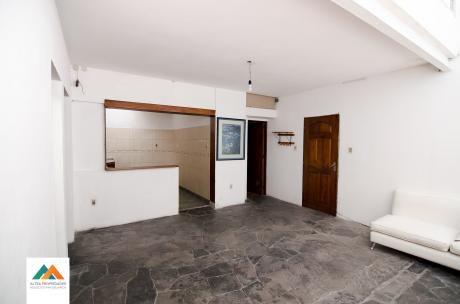 Apartamento Interior Con Acceso Mediante Corredor, Muy Luminoso Y Espacioso