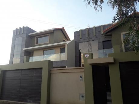 Hermosa Casa Zona Trojes, Próxima Colegio Tiquipaya