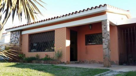 Preciosa Casa A Metros Del Mar!!
