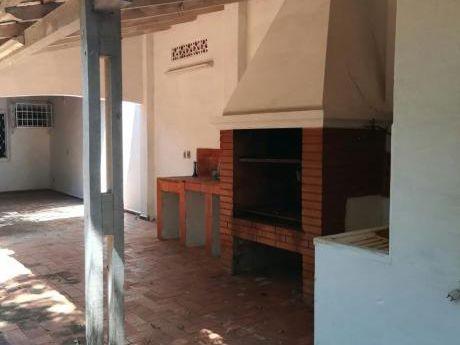 Vendo Chalet En Barrio Mcal Estigarribia