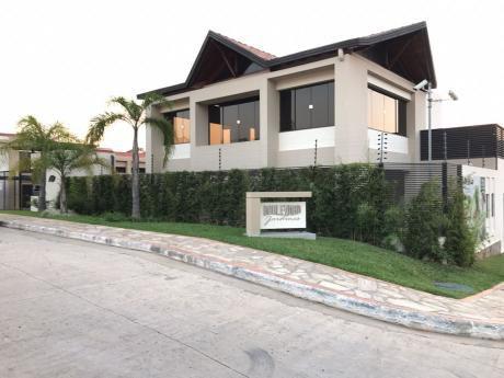 Luque: Vendo O Alquilo Dúplex En Condominio Boulevard Los Jardines.