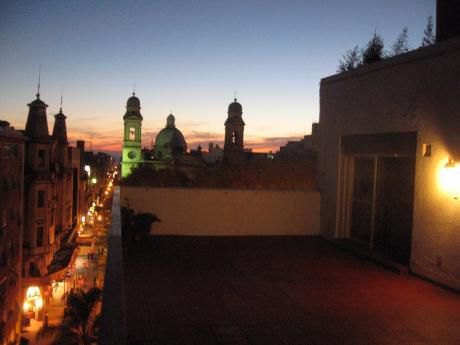 Sobre Peatonal Sarandí, Muy Buena Planta Con Hermosa Vista