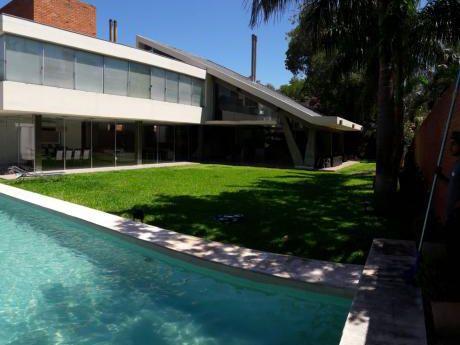 Casa Minimalista Finamente Amoblada 3 Suites ,patio Y Piscina En Carmelitas