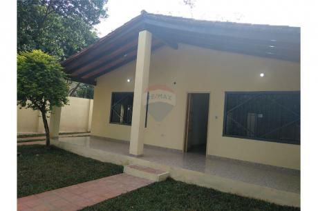 Amplia Casa En San Lorenzo De 2 Dormitorios
