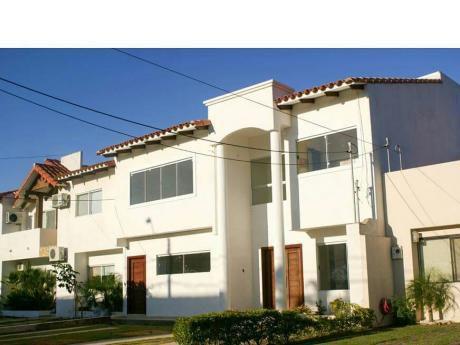 Casa En Venta Zona Norte  Condominio Barcelo