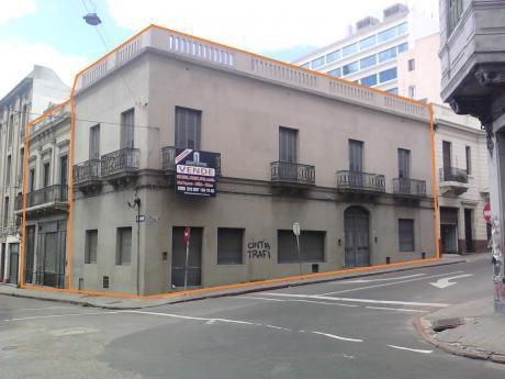 Gran Esquina Ciudad Vieja A Tan Solo 250 Mtrs De Plaza Independencia