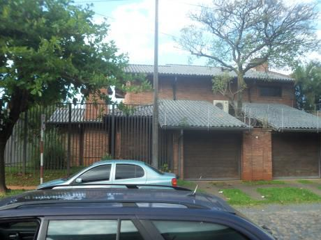 Elegante Residencia Barrio Mburucuyá De 4 Dormitorios