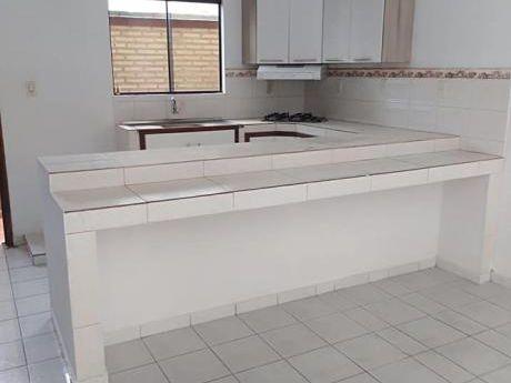Alquilo Amplio Dto De 3 Dormitorios, Zona Stock De La Avda Britez Borges