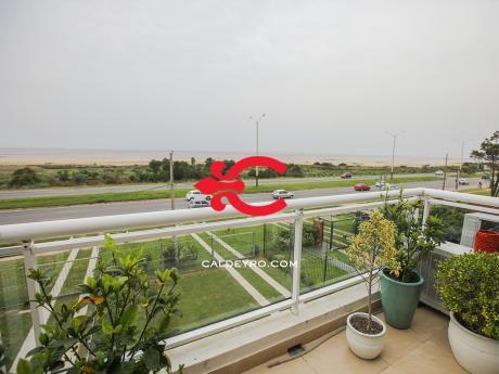 Apartamento Con Vista A Rambla De Carrasco. Ref: 5636