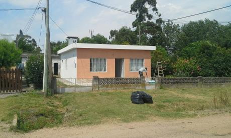 Casa De 2 Dormitorios En Juanicó, Departamento De Canelones