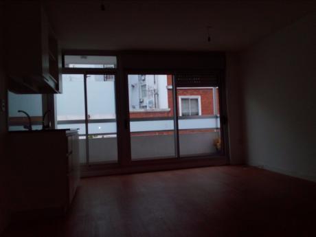 Piso Alto, 2 Dorm., Garage, Vigilancia 24 Hs.
