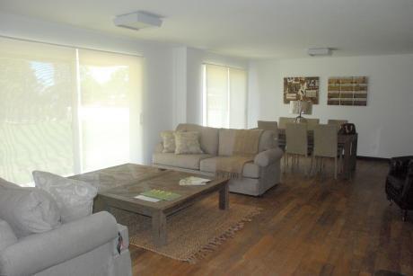 Alquiler De Apartamento De 3 Dormitorios + Servicio En Carrasco