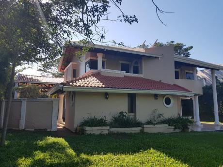 Casa En Parana Country Club Ciudad Del Este