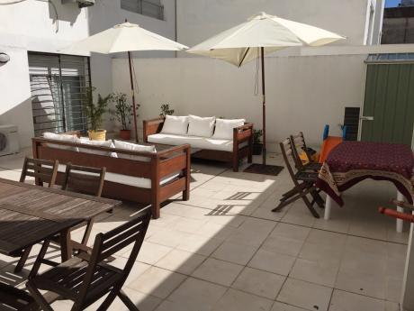 Moderno Apartamento Con Patio Y Garaje A Metros De La Rambla