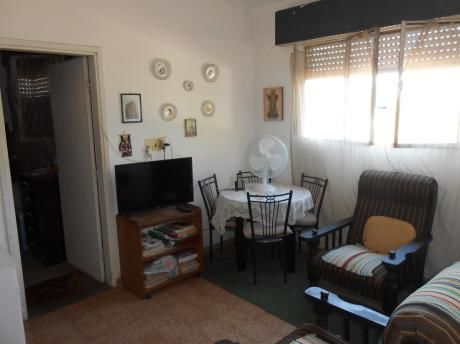 Buen Apartamento De Altos, Con Patio!!