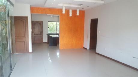 Casa En Venta De 3 Cuartos, 1 Baño 139.000 Usd