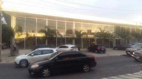 Alquilo Imponente Salón Comercial Sobre Calle Brasil