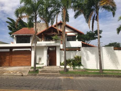 Lujosa Casa En Alquiler En Las Palmas !!!