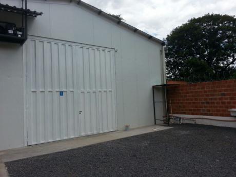 Vendo Deposito A Estrenar En Villa Elisa, Sobre Paso Medin, Con Varios Equipos