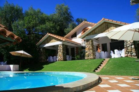 Hermosa Casa Jardín Ubicada A 12km De La Ciudad Sobre La Carretera A Yotala
