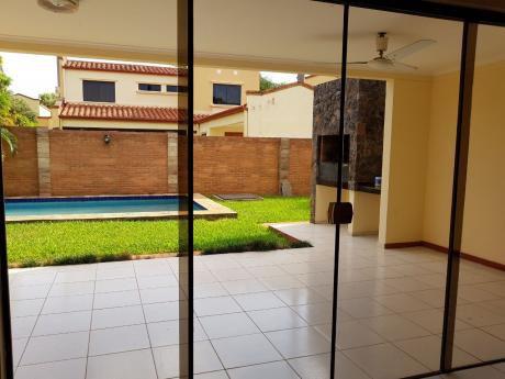 Vendo Casa Con Piscina En Barrio Cerrado De Luque